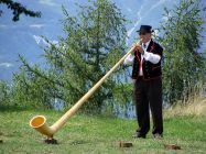 1024px-Alphorn_player_in_Wallis